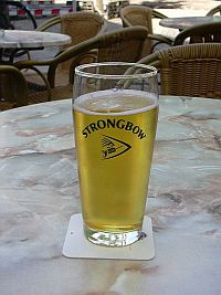glass of Strongbow cider